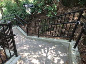 白糸の滝に行く階段