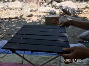 バーベキューに便利な組み立て式テーブル