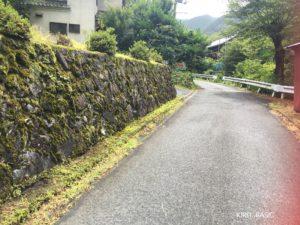 陣馬そば山下屋の駐車場に行くまでの細い道